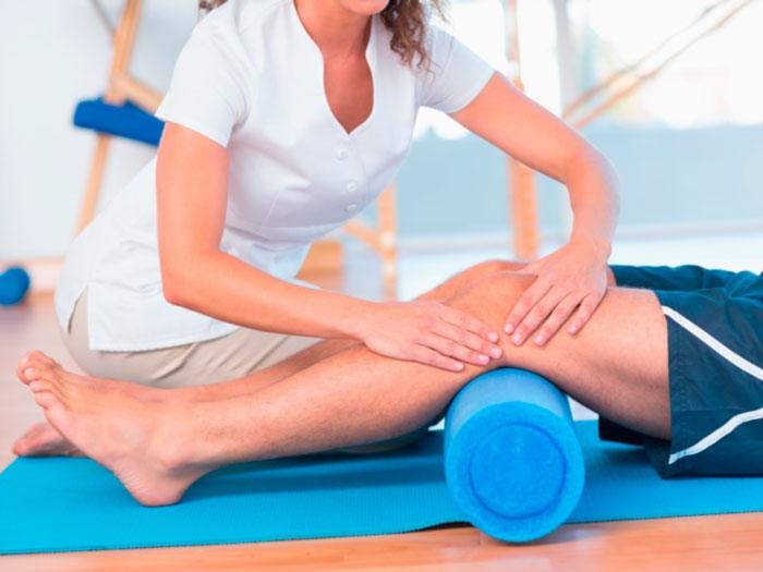 Aplicação de sessão de Fisioterapia no Studio Renovare